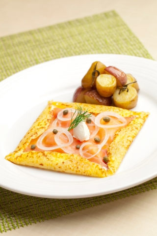 HOT CREPE smoked salmon